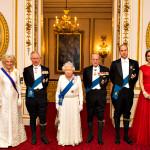 Kate Middleton, easy chic in abito rosso e tiara di ..